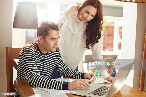 Junge Familie Schulden Druck