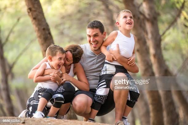 Jeune famille bénéficiant d'unité
