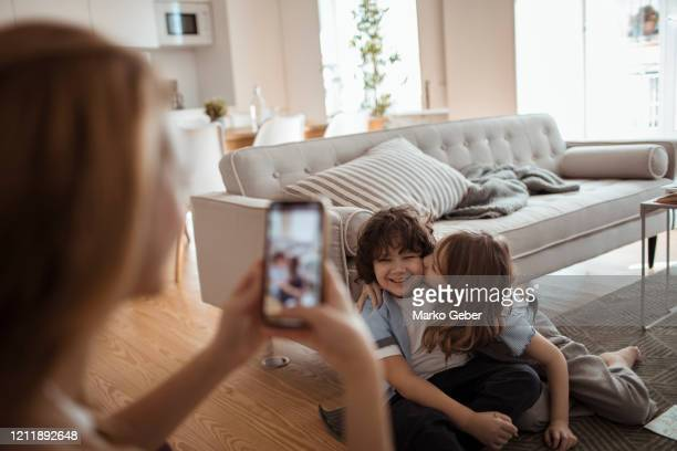 young family taking pictures at home - 写真を撮る ストックフォトと画像