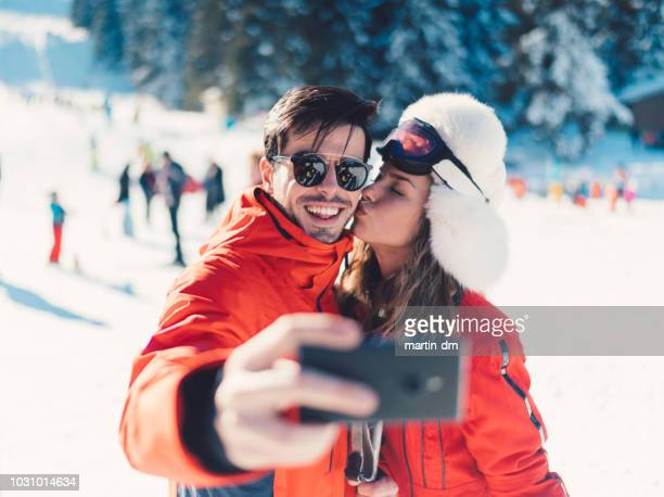 young family taking selfie on the ski slope - alpine skiing stock pictures, royalty-free photos & images