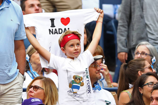 US OPEN HOMMES 2019: les photos et vidéos   - Page 7 Young-fan-cheers-for-rafael-nadal-of-spain-during-the-mens-singles-picture-id1173200755?k=6&m=1173200755&s=612x612&w=0&h=mNckwcTpU2cHvPJ6TEQQGfwSYlHv1gPT9h9z5diD9qs=