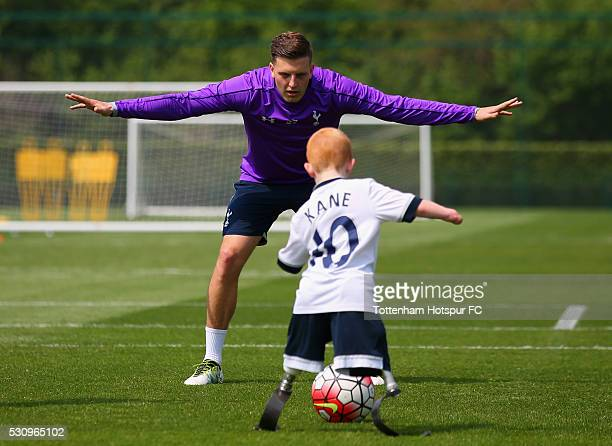Young fan Marshall Janson and Kevin Wimmer enjoy a Tottenham Hotspur training session at the Tottenham Hotspur Training Centre on May 12 2016 in...