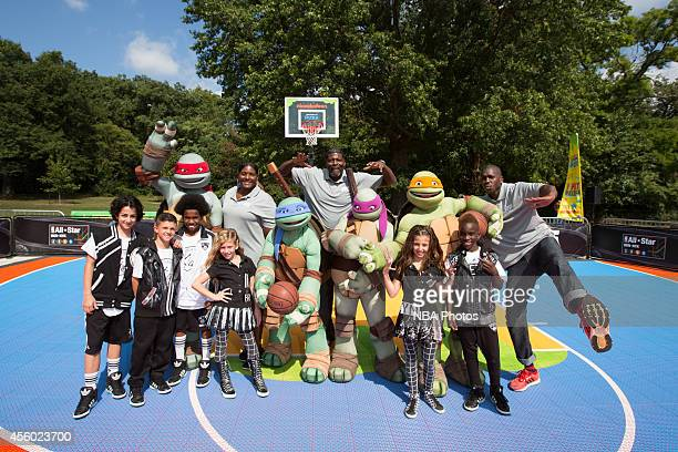 Young fans participate with Kym Hampton Larry Johnson Felipe Lopez during the Nickelodeon Worldwide Day of Play Basketball Clinic on September 20...