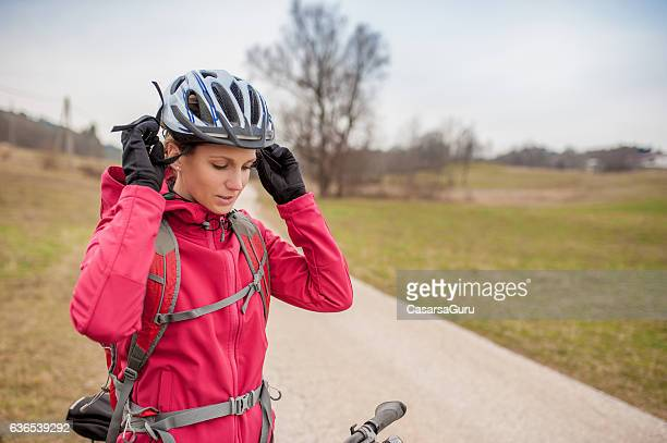 young female biker before cycling - cycling helmet stock pictures, royalty-free photos & images