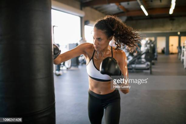 young female boxer - boxing stock pictures, royalty-free photos & images