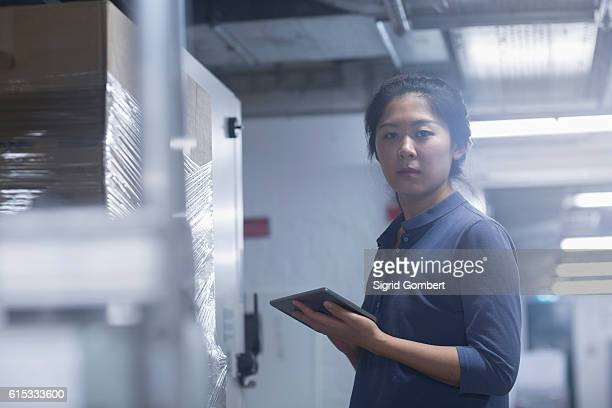 young female engineer updating control panel using digital tablet in an industrial plant, freiburg im breisgau, baden-württemberg, germany - sigrid gombert stock-fotos und bilder