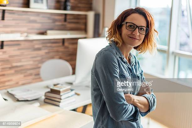 young female entrepreneur - architect stockfoto's en -beelden