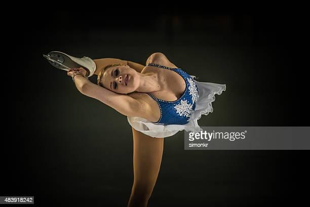 jovem patinadora artística de apresentações - patinação artística - fotografias e filmes do acervo