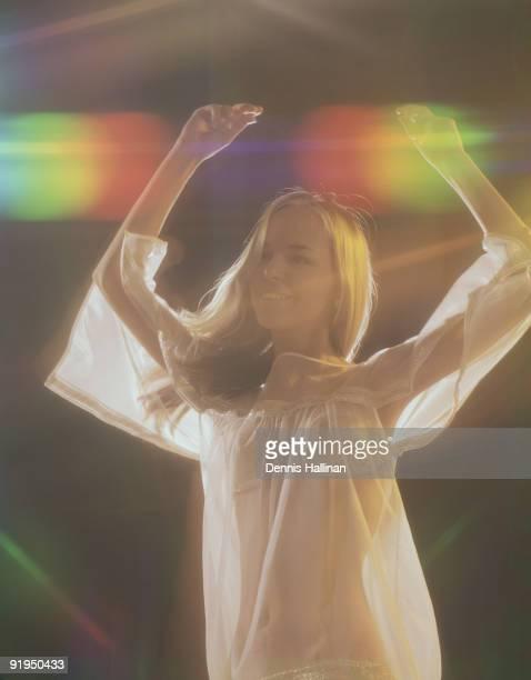 young female gogo dancer in night club show - gogo danseuse photos et images de collection