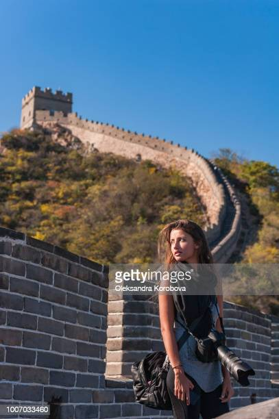 young female photographer standing on the stone walkway of the great wall of china. - herpes zoster foto e immagini stock