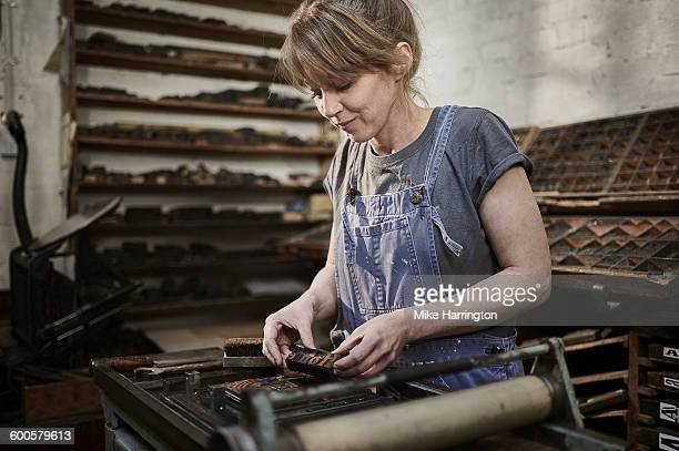 young female printer in letterpress studio - leanincollection stock pictures, royalty-free photos & images