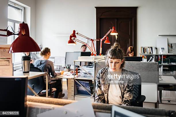 young female start up business woman in office - weibliche angestellte stock-fotos und bilder