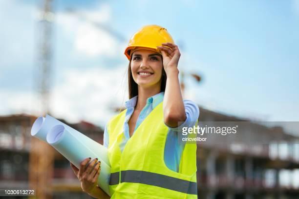 Junge Arbeitnehmerin Consturction bauseits