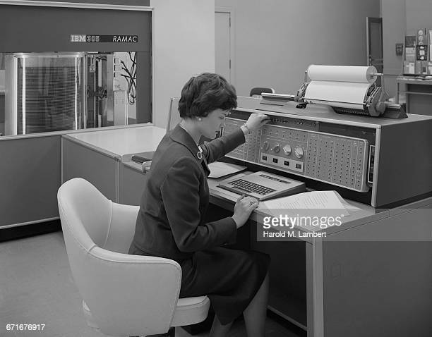 """"""" young female worker working in office, using typewriter"""" - 1950 1959 - fotografias e filmes do acervo"""
