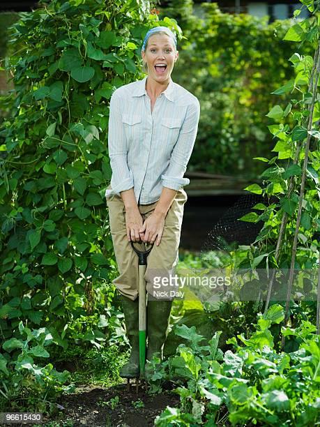 young female working in a garden - bohnenranke stock-fotos und bilder