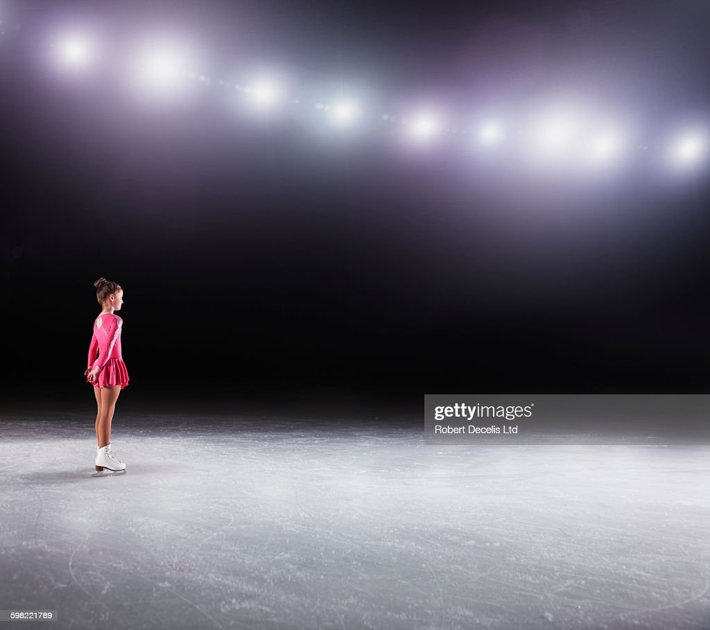 Young figure skater about to perform : Stock-Foto