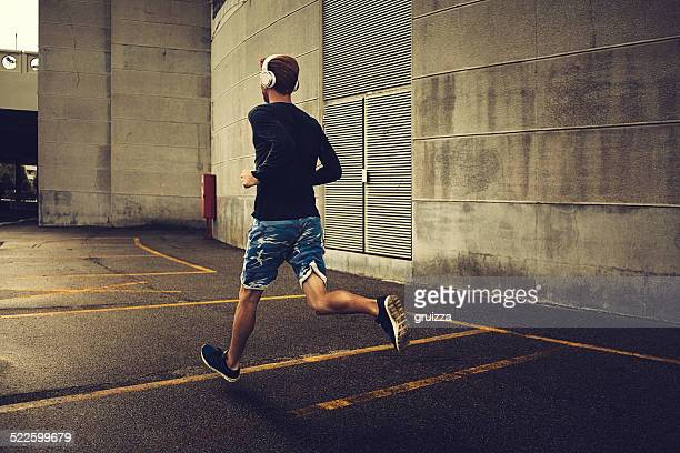 young fit man running - men's track stock pictures, royalty-free photos & images