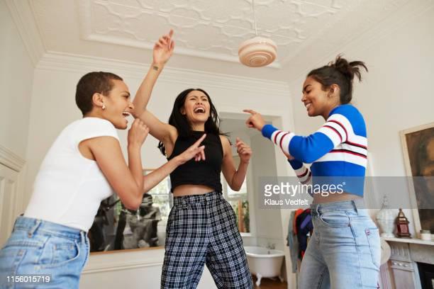 young friends dancing and enjoying in bedroom - pantalon noir photos et images de collection