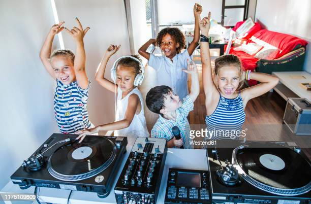 young friends having a party at the turntable - クラブdj ストックフォトと画像