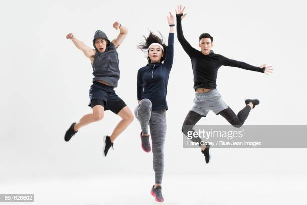 young friends jumping - ランニングショートパンツ ストックフォトと画像