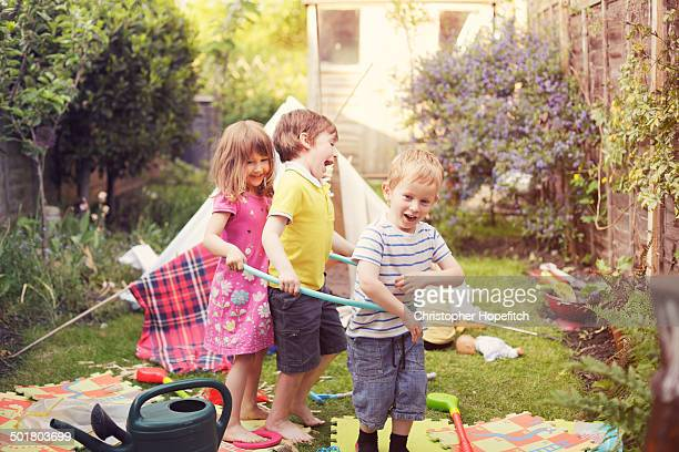 young friends playing - männliches baby stock-fotos und bilder