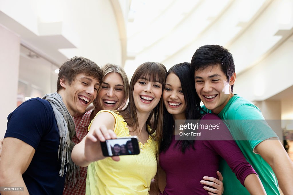 Young friends taking a self portrait : Stockfoto