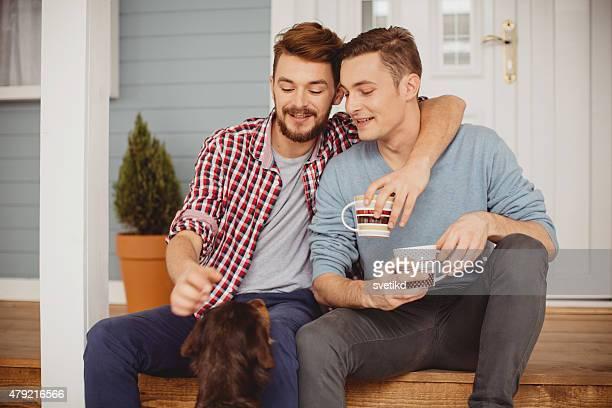Joven pareja gay.