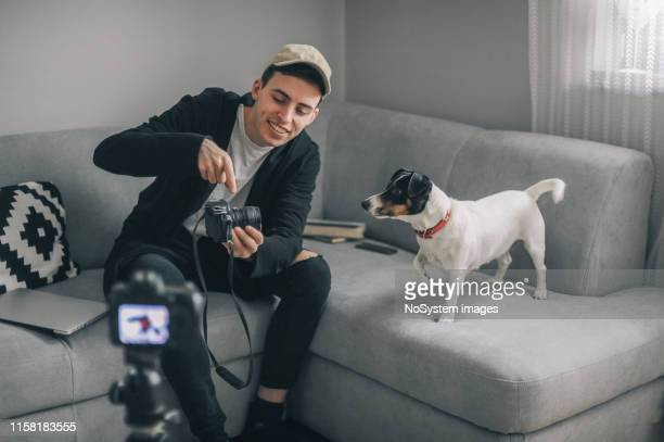 jeune influenceur gen z - shooting photo photos et images de collection