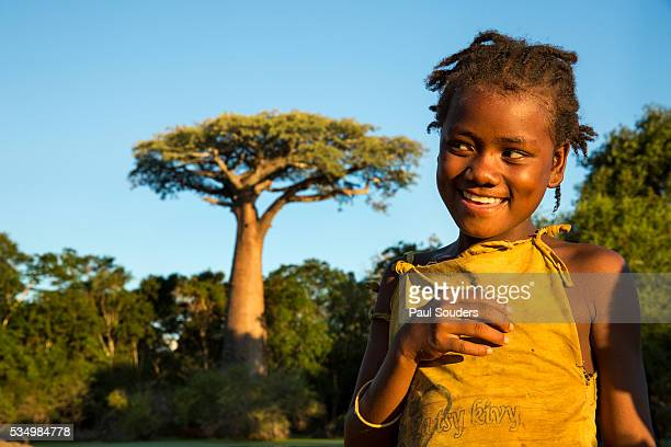 young girl and baobab, madagascar - madagascar enfant photos et images de collection