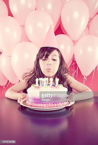 jovem garota soprando as velas de aniversário - birthday candles - fotografias e filmes do acervo