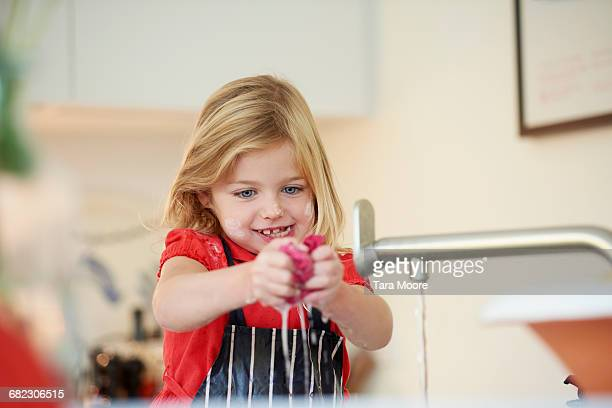 young girl cleaning up dishes - innocence stock pictures, royalty-free photos & images