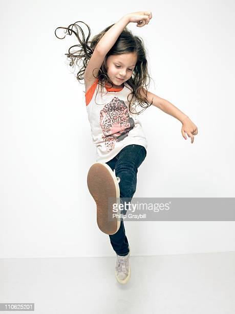 young girl dancing - braccia alzate foto e immagini stock