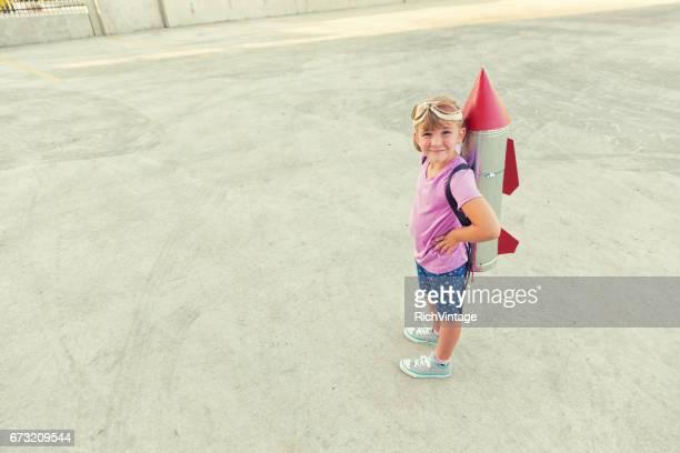Jeune fille rêve de devenir astronaute