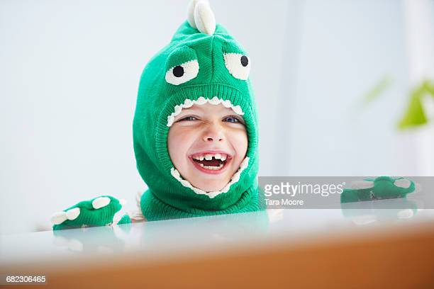 young girl dressed up as dinosaur - disfraz fotografías e imágenes de stock