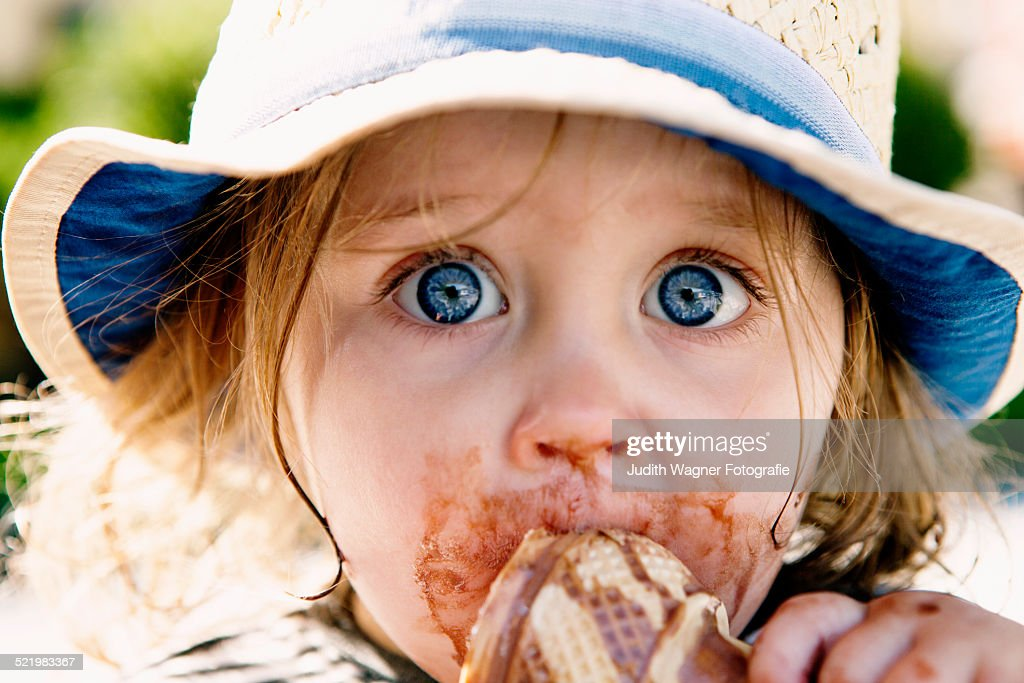 Young girl eating ice cream cone : Stock Photo
