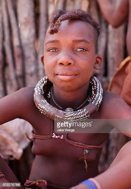 young girl, himba people, or ovahimba, omuhimba people, namibia - jake warga fotografías e imágenes de stock