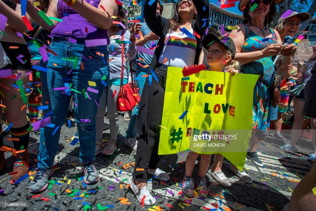 TOPSHOT-US-SOCIAL-RIGHTS-PRIDE PARADE : News Photo