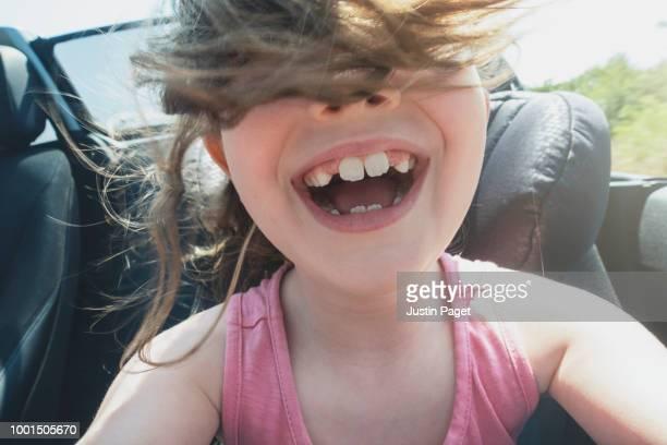 young girl in convertible car - vida real - fotografias e filmes do acervo