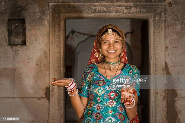 young girl in traditional clothing, rajasthan, india - sari stock pictures, royalty-free photos & images