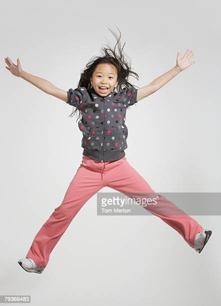 Jeune fille sauter à l'intérieur