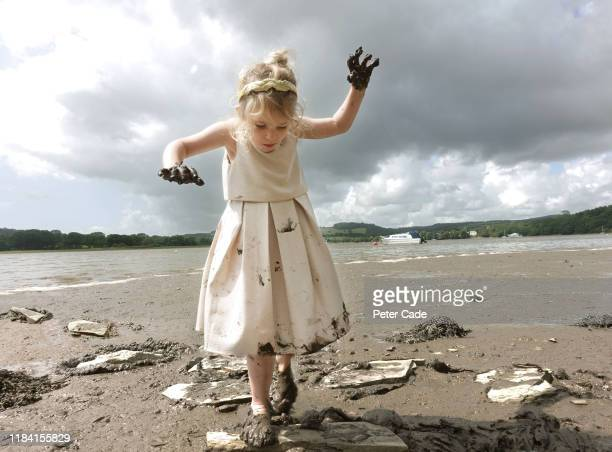 young girl jumping stepping stones along river bed - hygiëne stockfoto's en -beelden