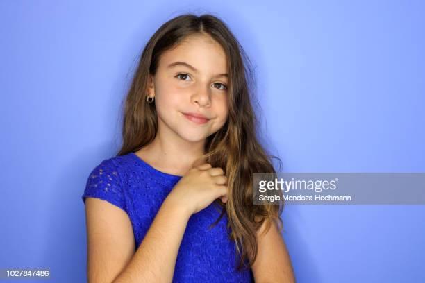 young girl looking at the camera and smiling - 10 11 años fotografías e imágenes de stock