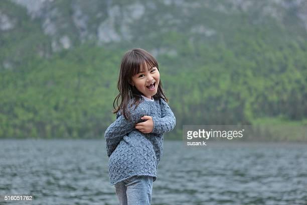 young girl making cute pose by the lake. - kranj fotografías e imágenes de stock