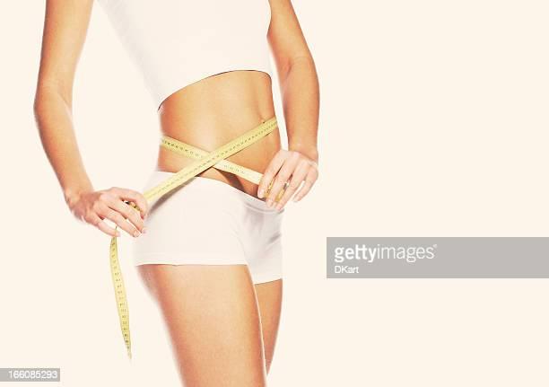 young girl medición de forma de hermosas caderas perfecto