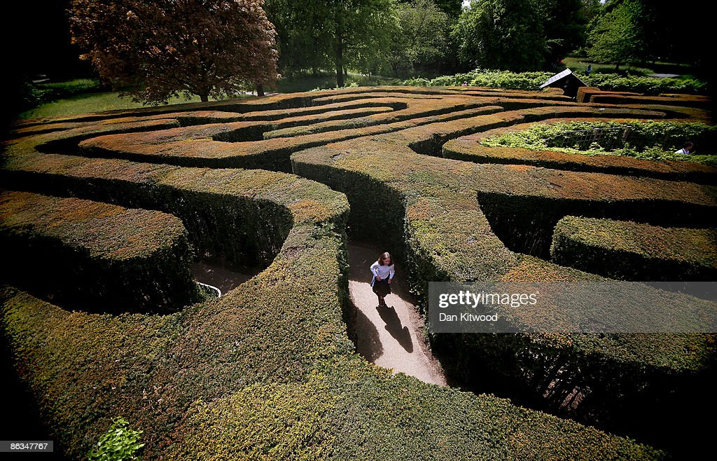 Hampton Court Maze Welcomes Visitors During The Bank Holiday Weekend : News Photo