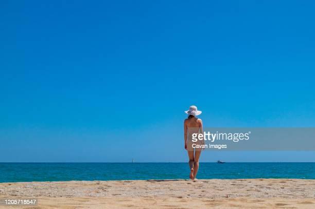 young girl on nude beach in spain - nudista fotografías e imágenes de stock