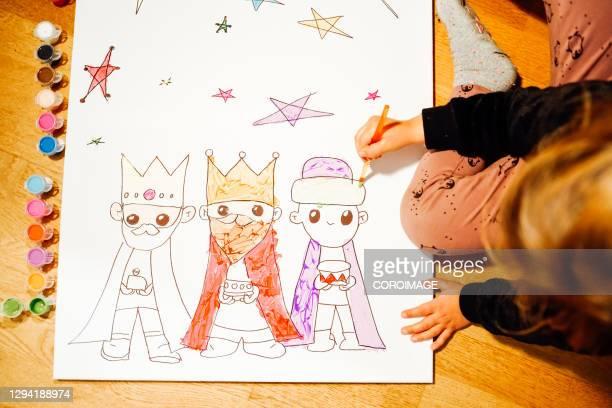 young girl painting the three kings. -  キリスト教 伝来の地  ストックフォトと画像
