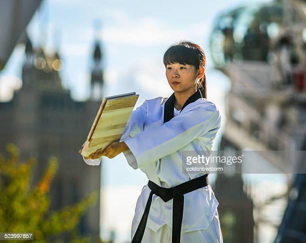 若い女の子する格闘技離れ技
