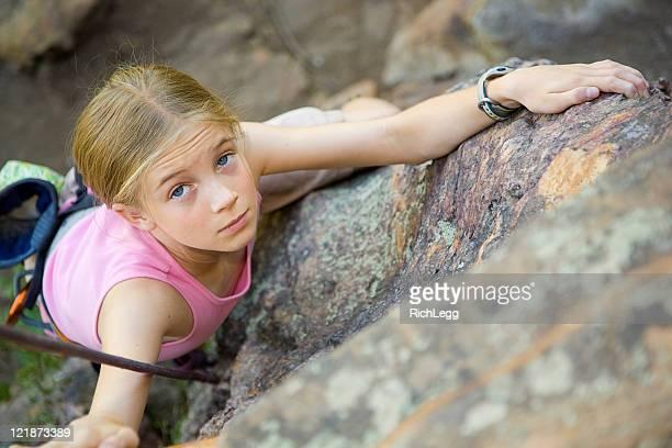 Junges Mädchen Klettern
