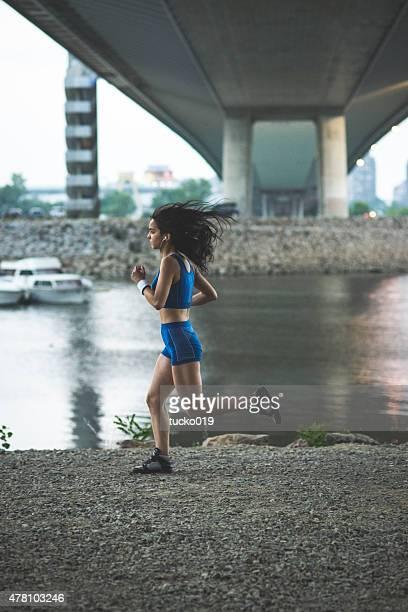 Jeune fille course